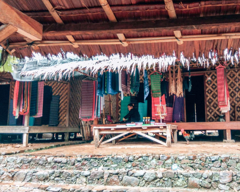 Handmade by ciwi-ciwi Baduy, tenunnya cantik :)